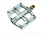 Педали Z-plus z-1303, dh/bmx/fix-gear. Материал: магниевый сплав, ось cr-mo, сменные стальные пины, промподшипники. Размер: 100х105х18,5мм. Вес: 260г. Цвет: серебристый